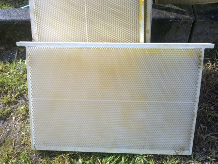 How to clean plastic foundation [Archive] - Beesource Beekeeping Forums